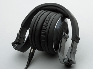 1204-headphone-pioneer-1