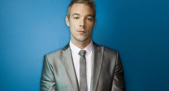 20_diplo-suit