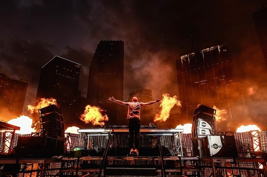 Armin_van_Buuren_LIVE_at_Ultra_Music_Festival_Miami_USA_Main_Stage_img1